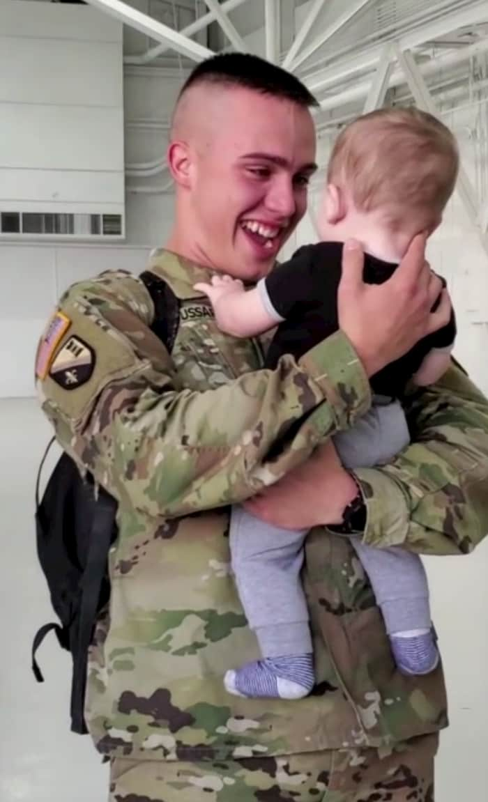 soldier-meets-baby-for-the-first-time-2