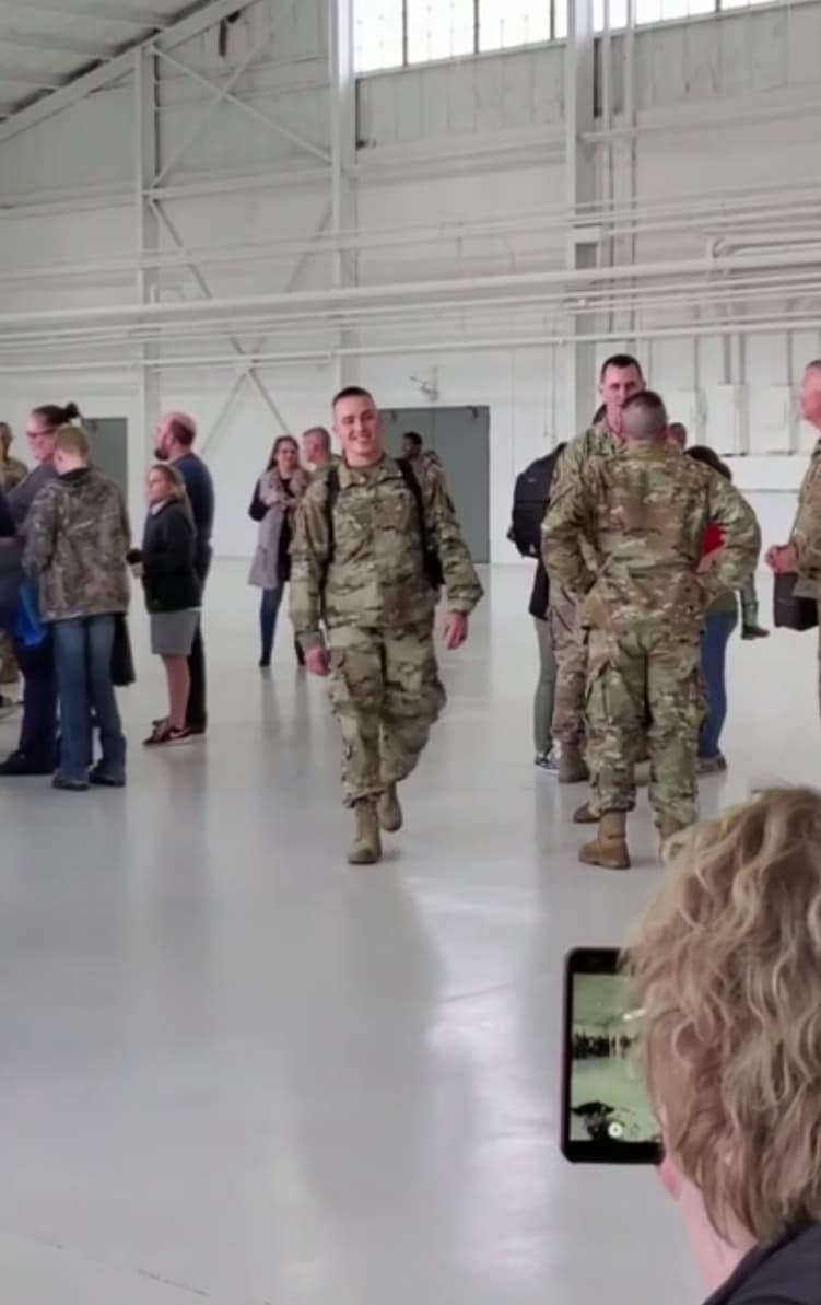 soldier-meets-baby-for-the-first-time-3