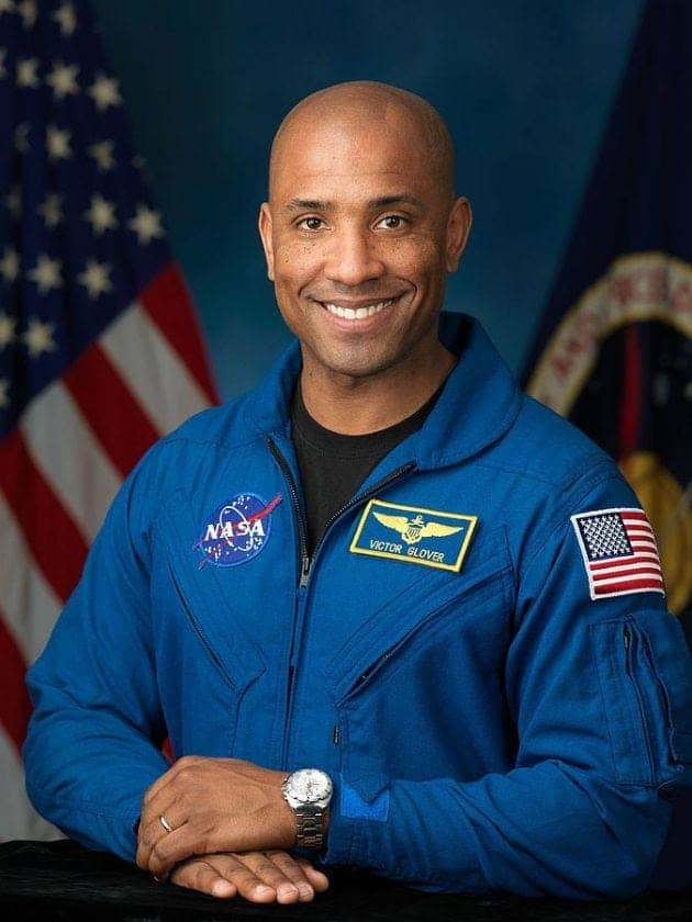 astronaut-brings-bible-to-space-victor-glover-2