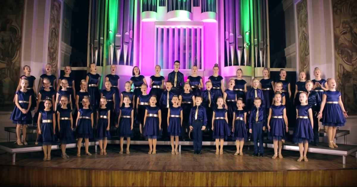 color-music-choir-alone