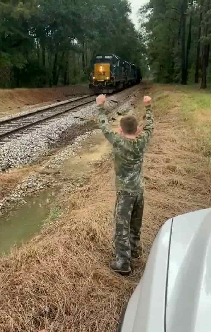 conductor-stops-train-for-boy-3