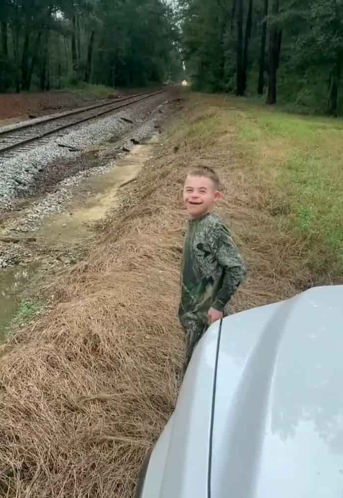 conductor-stops-train-for-boy-4