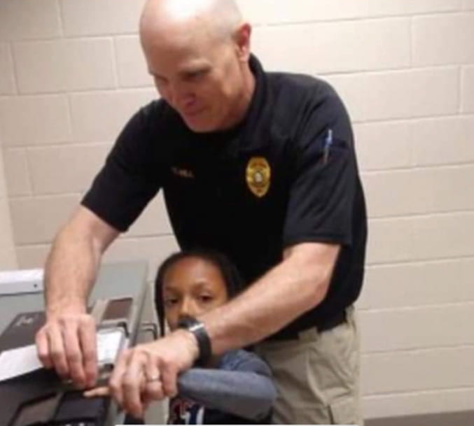 little-girl-asks-police-officer-to-be-her-godfather-2
