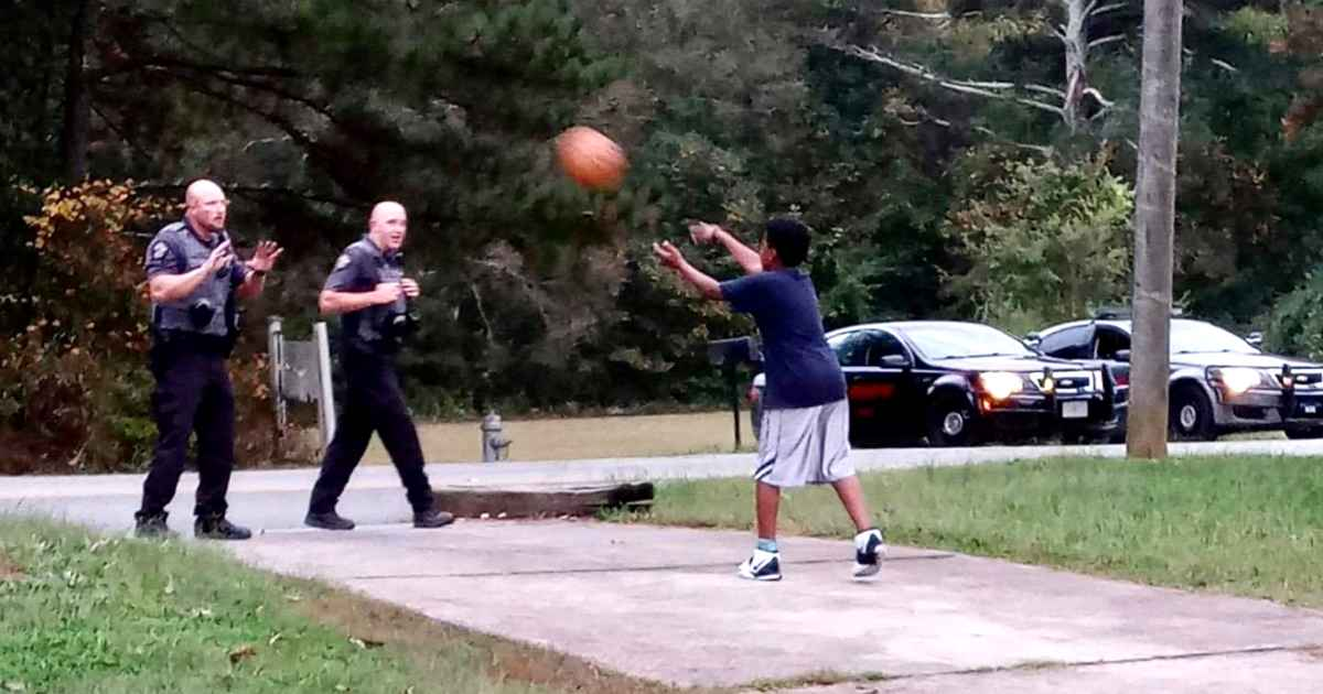 police-officers-play-basketball-with-kid