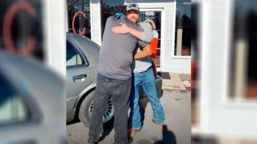 gas-station-cashier-surprise