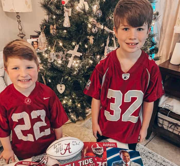 alabama-football-team-surprises-little-boy-2