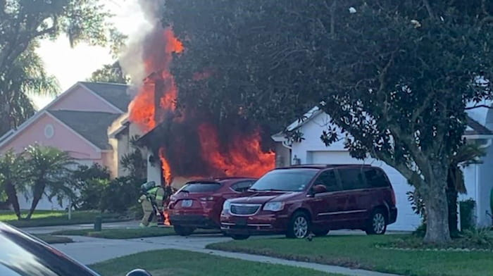 amazon-delivery-driver-saves-elderly-man-from-house-fire-3