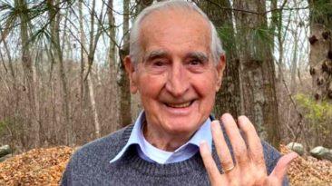 man-helps-elderly-man-find-lost-wedding-ring