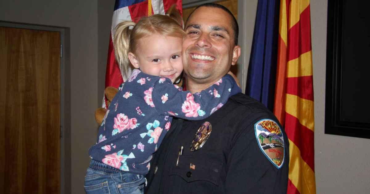 police-officer-adopts-little-girl-he-met-on-duty