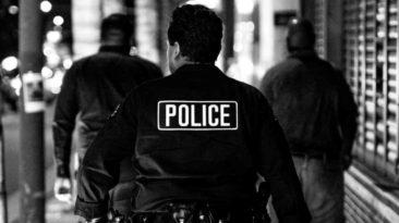 police-officers-buy-elderly-woman-groceries