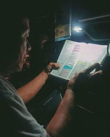 puv-driver-reads-bible-3