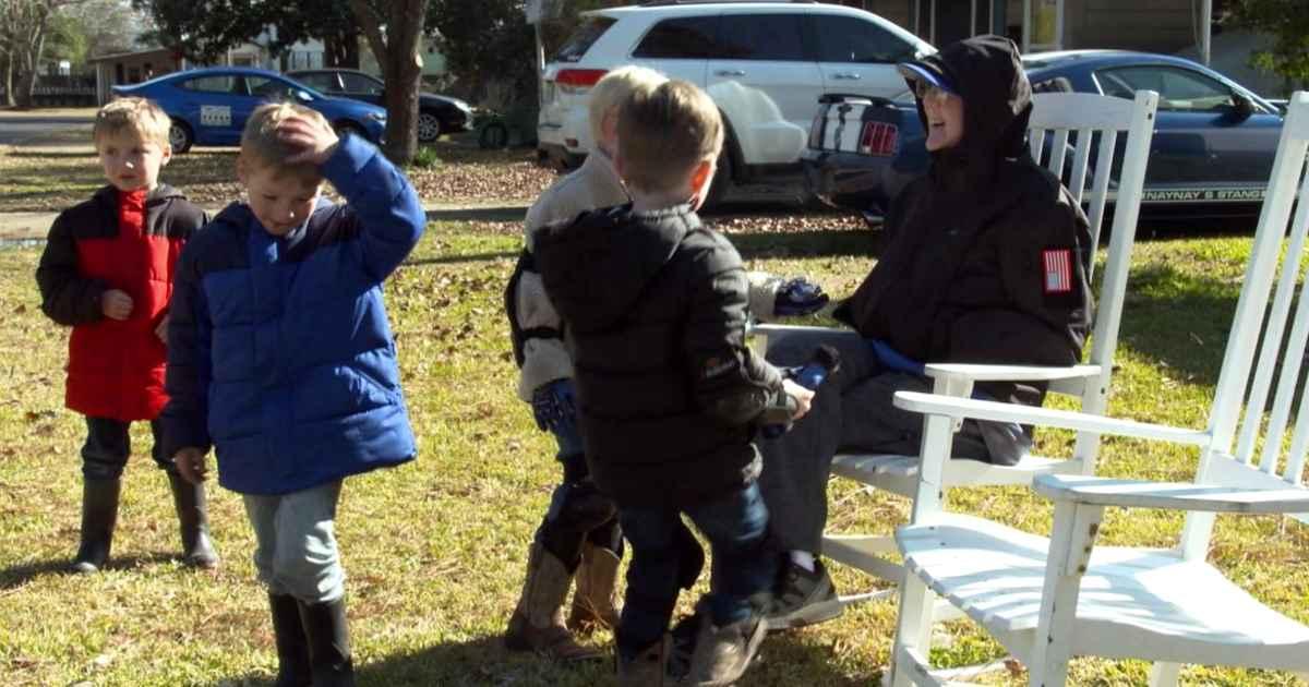 dementia-man-bonds-with-kids