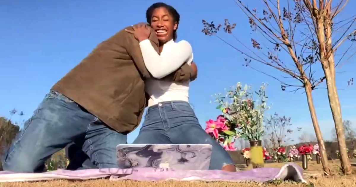 girl-prays-at-mother's-grave