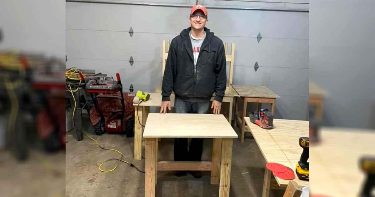 teacher-builds-desks-for-students