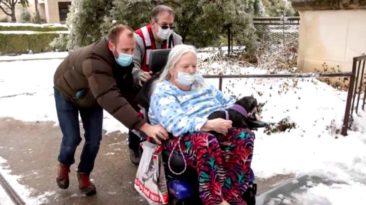 man-helps-neighbors-texas-winter-storm