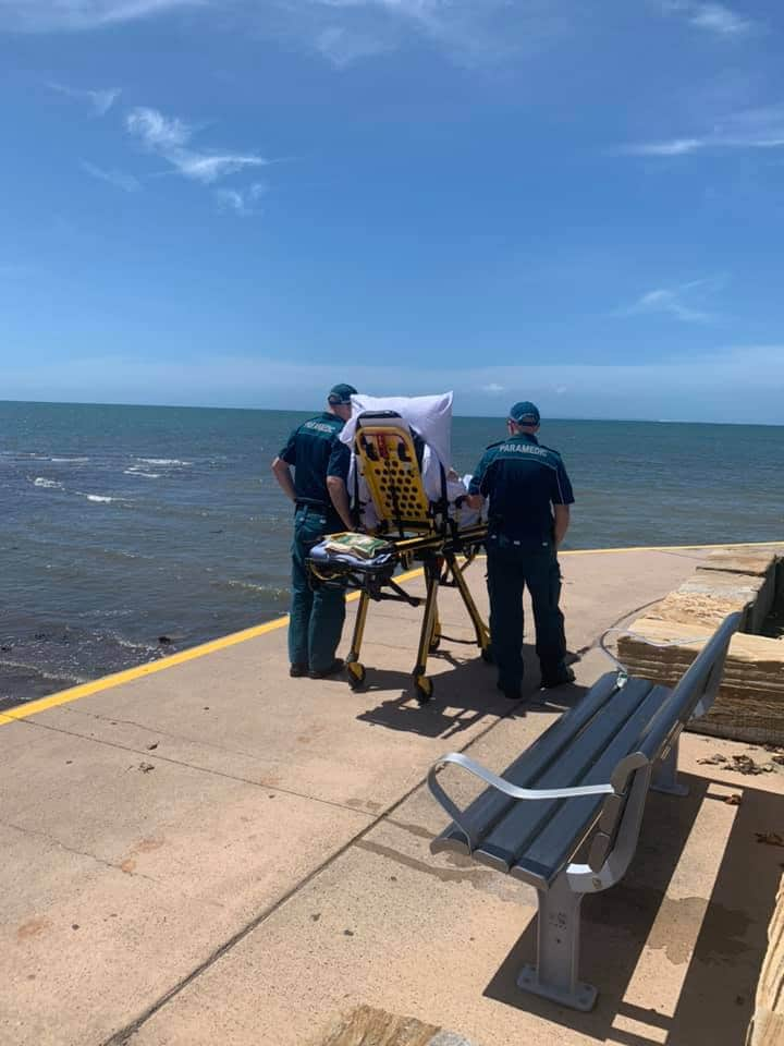 paramedics-take-dying-woman-to-beach-2