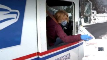 brothers-make-cookies-for-mail-carrier