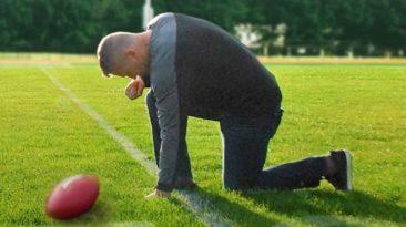 joe-kennedy-coach-prayer-1