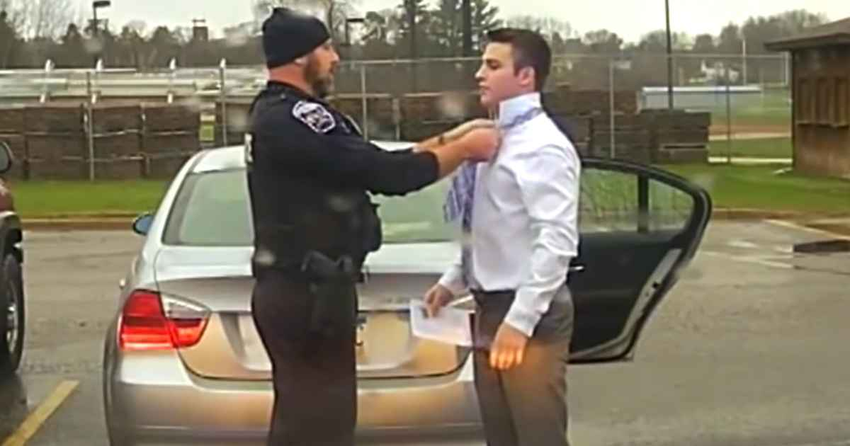 police-officer-ties-tie-for-student
