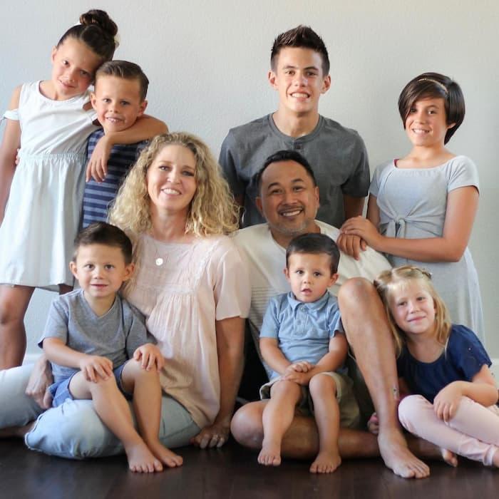 couple-adopts-7-siblings
