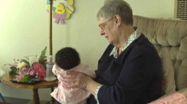 woman-fosters-infants-linda-owens