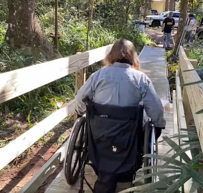 leon-county-police-officers-repair-wheelchair-ramp-2