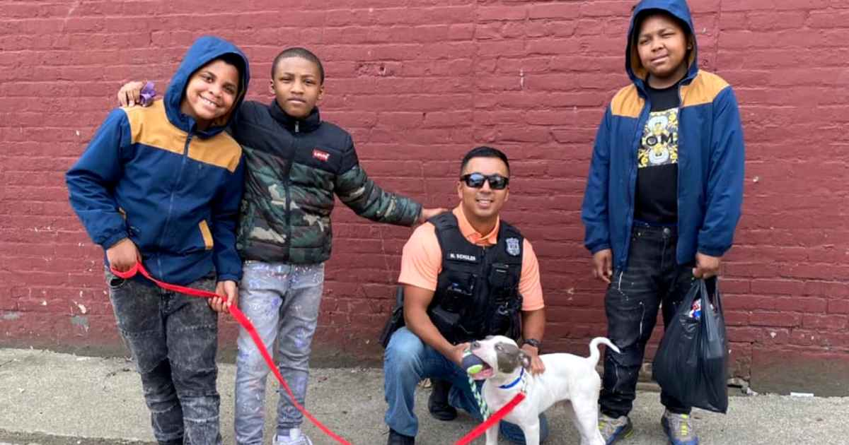 officer-gives-boys-leash-for-puppy