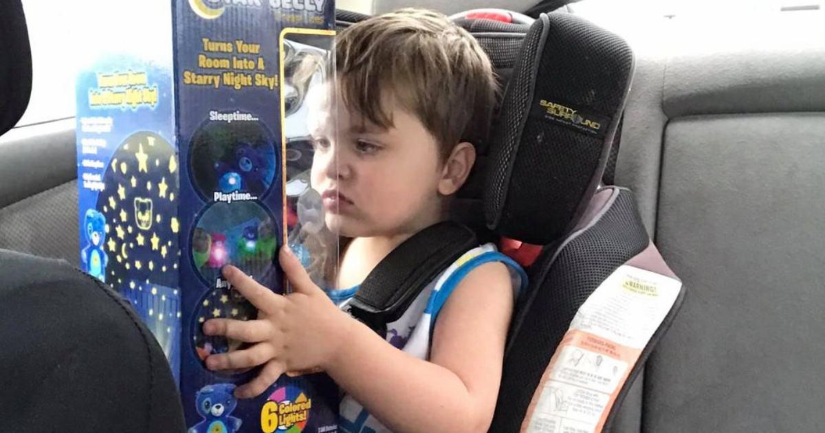 stranger-comforts-autistic-boy-walmart