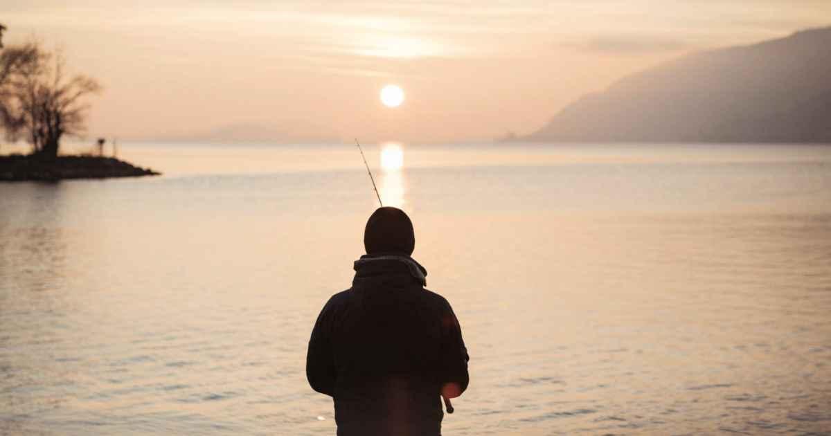 fisherman-rescues-drowning-kid