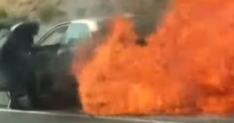 elderly couple rescued from burning car