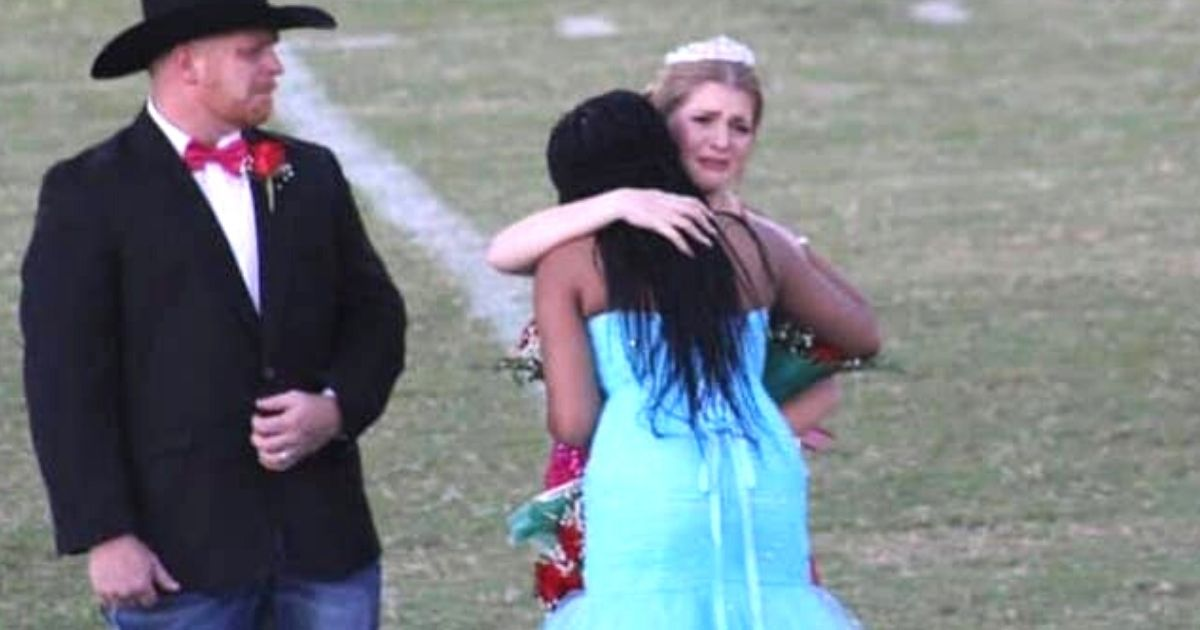 homecoming queen gives away crown