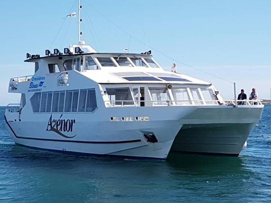 Bateau Azénor pour l'observation des dauphins, baleines, requins et oiseaux marins.