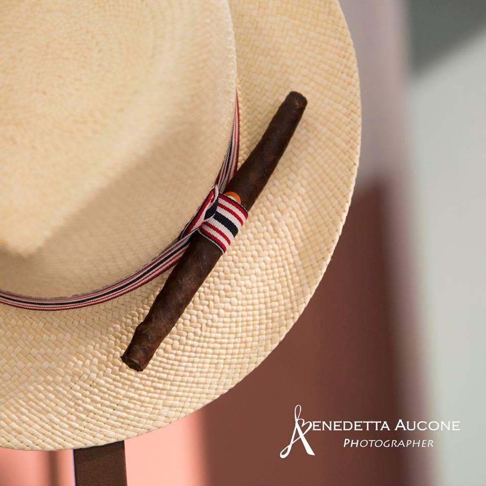 Sigaro del Presidente e cappello avana simbolo di Toscana