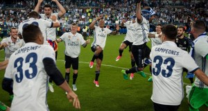 Real Madrid players celebrate at the end of the Spanish league football match Malaga CF vs Real Madrid at La Rosaleda stadium in Malaga on May 21, 2017. Real Madrid won their 33rd La Liga title and first for five years as Cristiano Ronaldo's 40th goal of the season helped seal a 2-0 win at Malaga today.   / AFP PHOTO / SERGIO CAMACHO