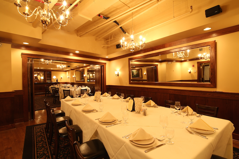 Italian restaurant near you at park square maggiano 39 s for Restaurants with private rooms near me