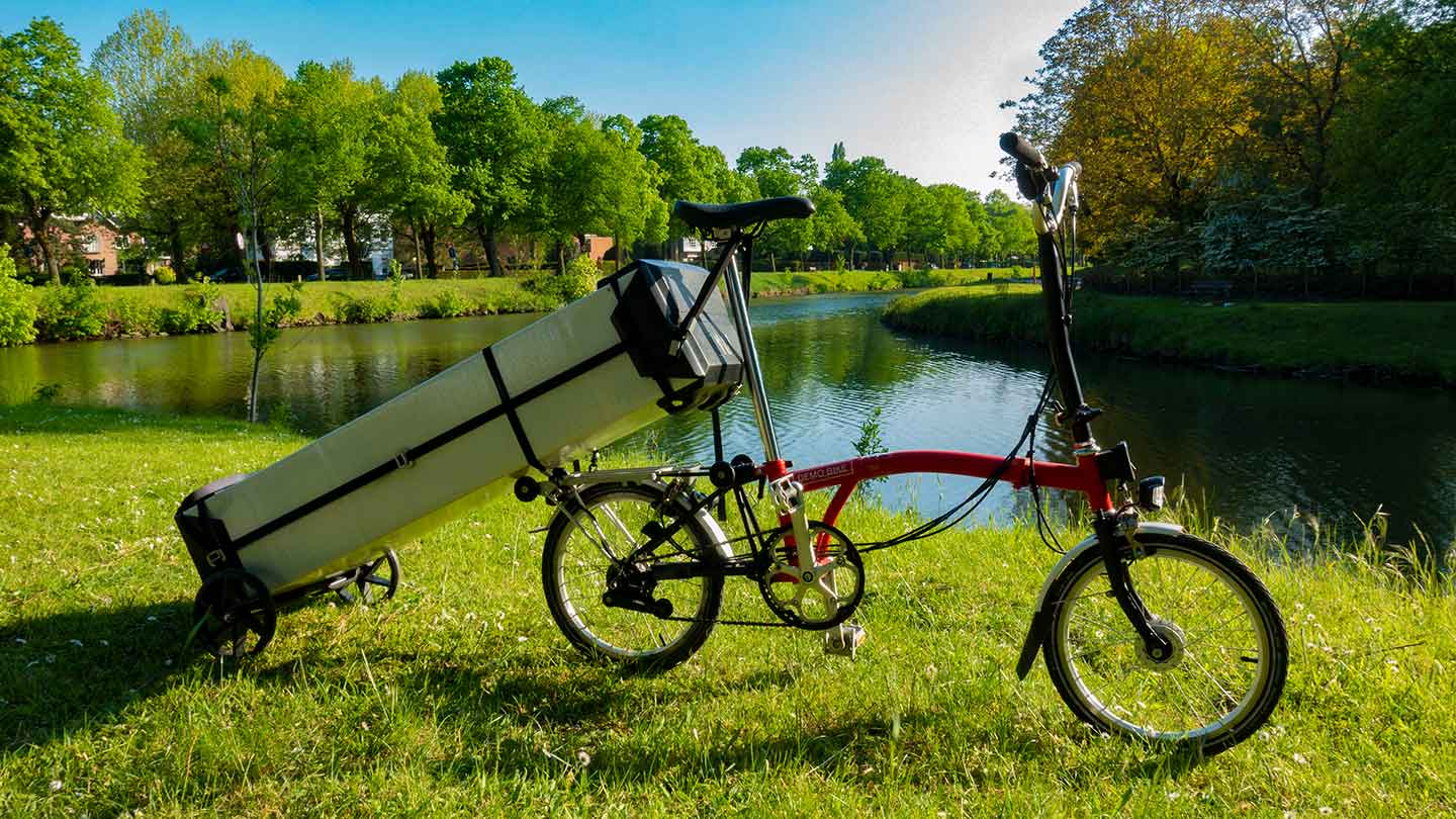 Transport of the ONAK foldable canoe by Brompton foldable bicycle at Blaarmeersen Ghent Belgium
