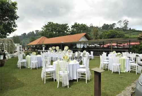 33-Wisata-Lembang-Bandung-12.-Burgundy-Dine-Wine