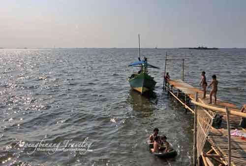 Tempat Wisata di Jakarta - #21 Pantai Marunda - Finansialku