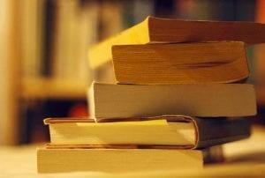 10+-Cara-Mengatur-Keuangan-Anak-Kos-3-Buku-Kuliah-Finansialku