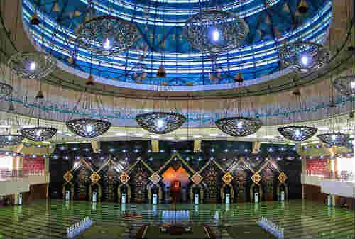 10 Masjid Termegah di Indonesia 03 Masjid At-Tin - Finansialku