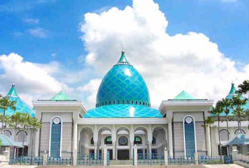 10 Masjid Termegah di Indonesia 10 Masjid Al-Akbar Surabaya - Finansialku