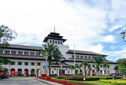 Games Liburan Akhir Tahun Kenapa Tidak Ke Tempat Wisata Budaya Indonesia 08 Bandung - Finansialku