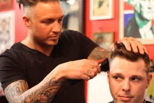Bingung Berbisnis Tengok Peluang Bisnis Waralaba Barbershop yang Menguntungkan 03 Barbershop Mister T-one - Finansialku