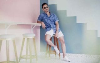 Santai Kaya di Pantai Ini Dia Tips Memilih Baju Pantai Pria! 01 - Finansialku