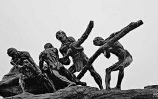 Sejarah Hari Buruh di Indonesia 01 Tugu Pekerja - Finansialku