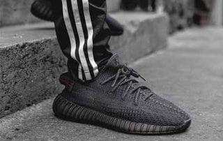Sepatu Adidas 01 - Finansialku