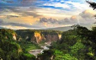 15++ Lokasi di Indonesia yang Menghasilkan Gambar Pemandangan Alam Indah 01 - Finansialku