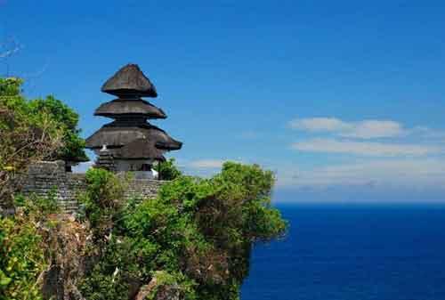 Pergi Ke Bali Jangan Lewatkan! Berkunjung Ke Pura Uluwatu dan Nikmati Keagungannya 01 - Finansialku