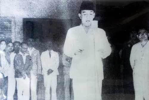 Isi Pidato Kemerdekaan Bung Karno Pada 17 Agustus 1945 01 - Finansialku