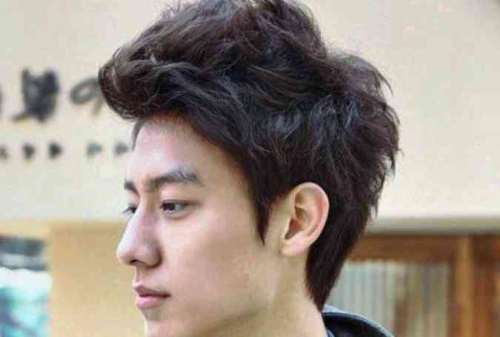 Ubah Penampilanmu! 10 Gaya Rambut Pria Kekinian yang Paling Populer 07 - Finansialku